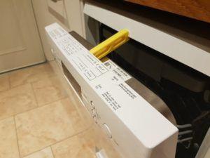 Dishwasher door wedge